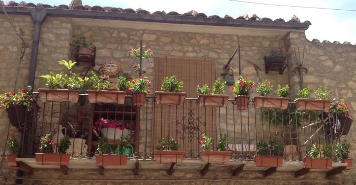 gangi-balcony