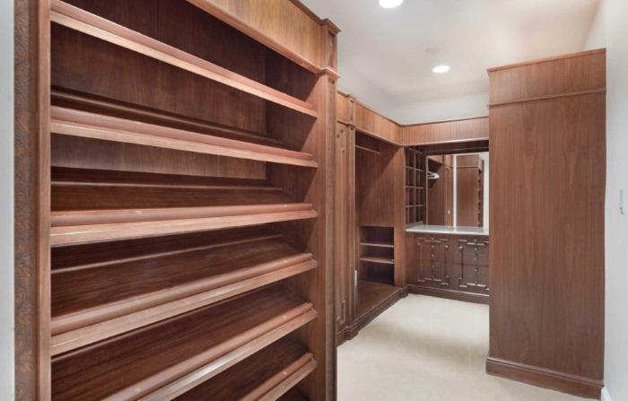 Elvis closet